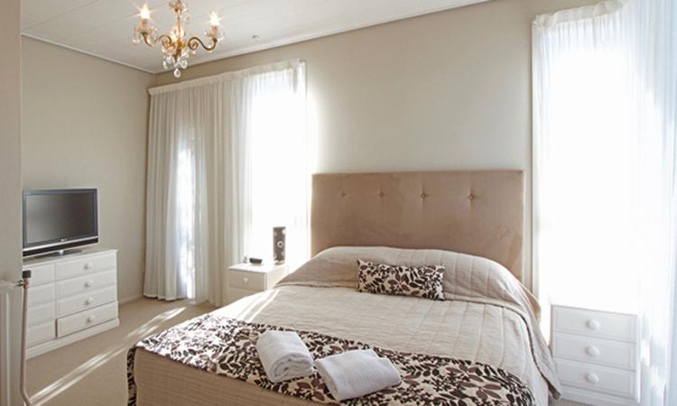 Master bedroom   George Street Motel